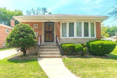 Dolton  Single Family Home For Sale: 15118 Madison Avenue