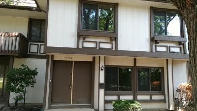 Hanover Park Condo/Townhouse For Sale: 5500 Carmel Drive