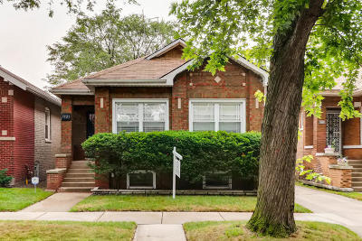 Chicago IL Single Family Home For Sale: $189,900