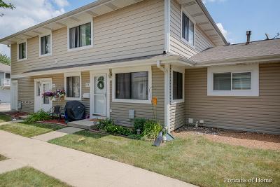 Hanover Park Condo/Townhouse For Sale: 1434 Bear Flag Drive