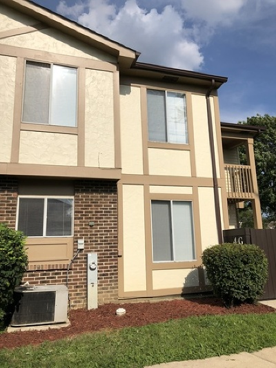 Bolingbrook Condo/Townhouse For Sale: 4 Fernwood Drive #G