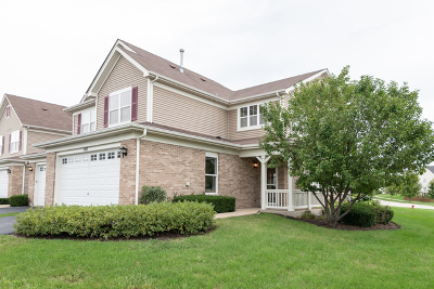Oswego Condo/Townhouse For Sale: 407 Bluegrass Parkway