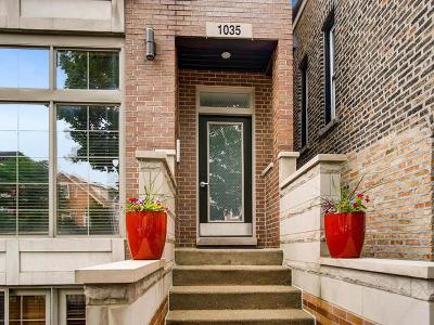 Condo/Townhouse For Sale: 1035 North Hermitage Avenue #2