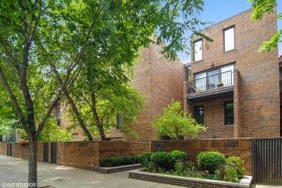 Condo/Townhouse For Sale: 1330 North La Salle Drive #108