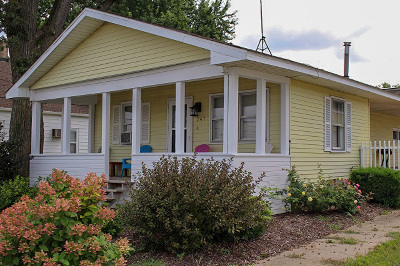 Hampshire Single Family Home For Sale: 247 East Keyes Avenue