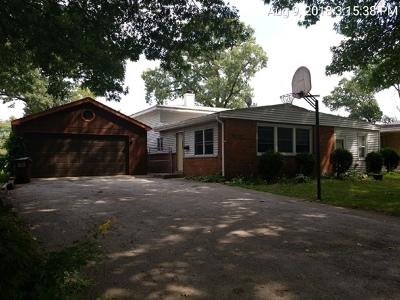 East Hazel Crest  Single Family Home For Sale: 17307 Hawthorne Drive