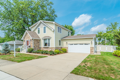 Downers Grove Single Family Home For Sale: 320 3rd Street