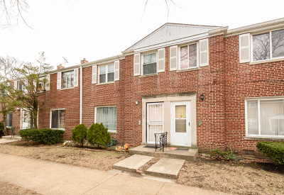 Cook County Condo/Townhouse New: 1747 West Thome Avenue