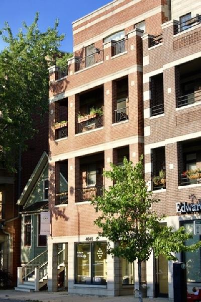 Condo/Townhouse For Sale: 4045 North Damen Avenue #4