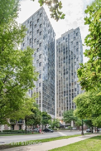 Condo/Townhouse New: 345 West Fullerton Parkway #608
