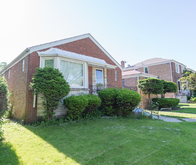 Single Family Home Contingent: 6251 North Troy Street