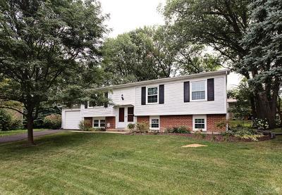 Woodridge Single Family Home New: 5 Oakview Court