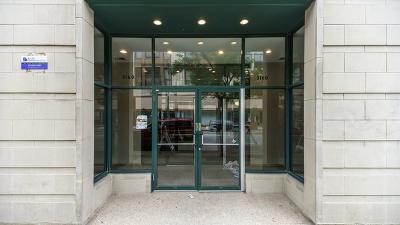 Condo/Townhouse New: 3160 North Lincoln Avenue #403