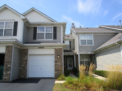 Plainfield Condo/Townhouse For Sale: 24088 Pear Tree Circle