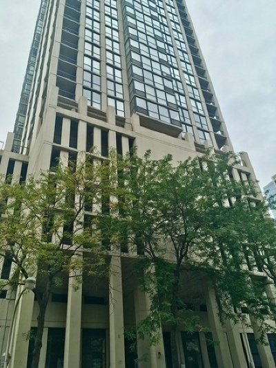 Condo/Townhouse Re-Activated: 1122 North Clark Street #2405