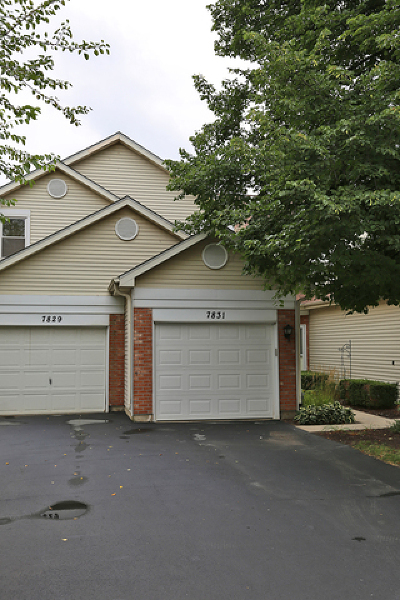 Darien Condo/Townhouse For Sale: 7831 Darien Lake Drive