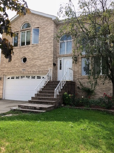Brookfield Single Family Home For Sale: 8815 Congress Park Avenue