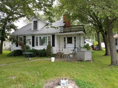 Johnsburg IL Single Family Home For Sale: $149,000