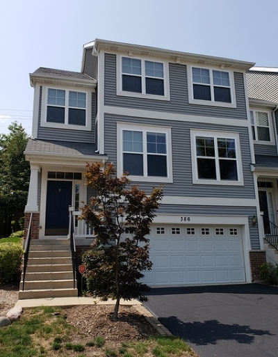 South Elgin Condo/Townhouse Contingent: 386 Hickory Lane