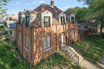 Blue Island  Single Family Home For Sale: 12107 Longwood Drive