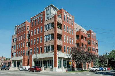 Condo/Townhouse Re-Activated: 2700 West Belmont Avenue #305
