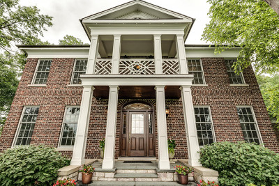 Lake Forest Single Family Home For Sale: 1360 Middlefork Drive