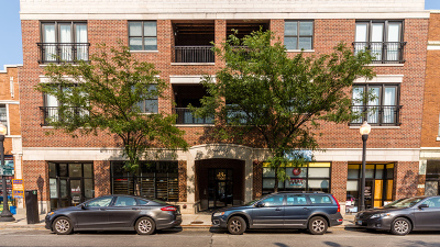 Condo/Townhouse For Sale: 5647 North Clark Street #202