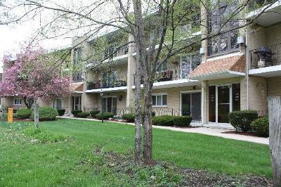 Hickory Hills  Condo/Townhouse For Sale: 9514 South 86th Avenue #306