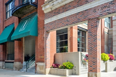 Condo/Townhouse For Sale: 1000 West Washington Boulevard #226