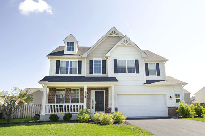 Oswego Single Family Home For Sale: 114 Bluegrass Parkway West