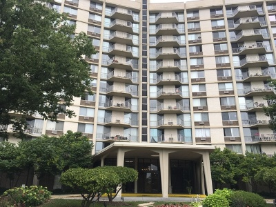 Oak Brook Condo/Townhouse For Sale: 20 North Tower Road #4E