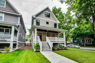 Oak Park Single Family Home For Sale: 946 Clinton Avenue