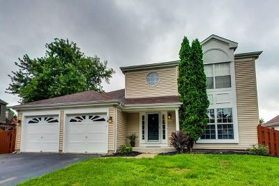 Streamwood Single Family Home For Sale: 16 Whispering Drive