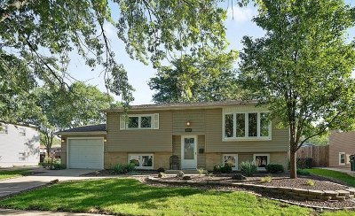 Oak Forest Single Family Home For Sale: 5724 Dover Road