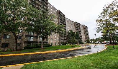 Willowbrook IL Condo/Townhouse For Sale: $179,900