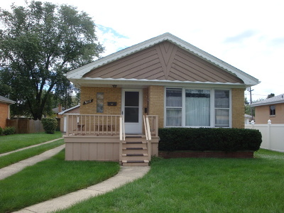 Brookfield Single Family Home For Sale: 9115 26th Place