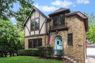 Lake Forest Single Family Home For Sale: 146 East Woodland Road