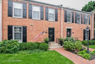 Wilmette Condo/Townhouse For Sale: 905 Westerfield Drive