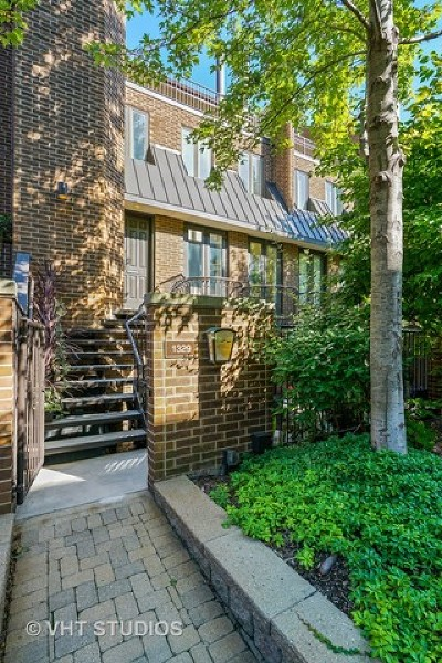Chicago Condo/Townhouse For Sale: 1329 North Sutton Place