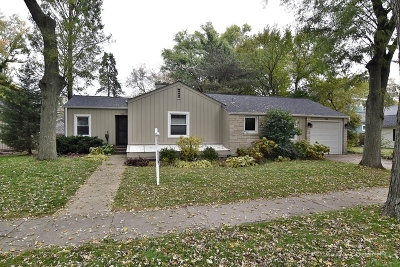 St. Charles Single Family Home Contingent: 706 Mosedale Street