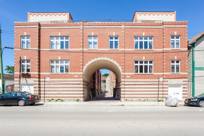Chicago Condo/Townhouse Re-Activated: 2427 North Clybourn Avenue #A