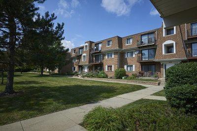 Glenview Condo/Townhouse For Sale: 4102 Cove Lane #F