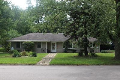 Shorewood Single Family Home For Sale: 4820 Frank Drive