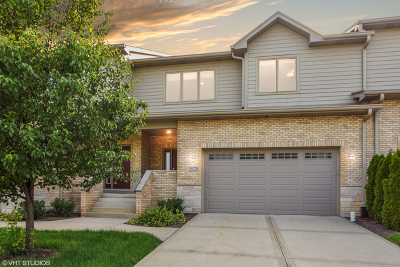 Burr Ridge Condo/Townhouse For Sale: 11s328 Deer Trail Court