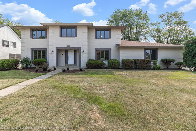 Darien Single Family Home For Sale: 7225 Clarendon Hills Road