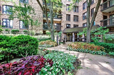 Northbrook Condo/Townhouse For Sale: 1831 Mission Hills Road #411