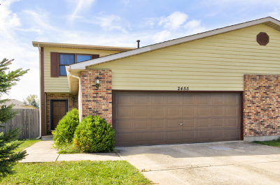 Crest Hill Condo/Townhouse For Sale: 2455 Red Oak Trail