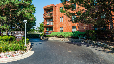 Oakbrook Terrace IL Condo/Townhouse For Sale: $239,900