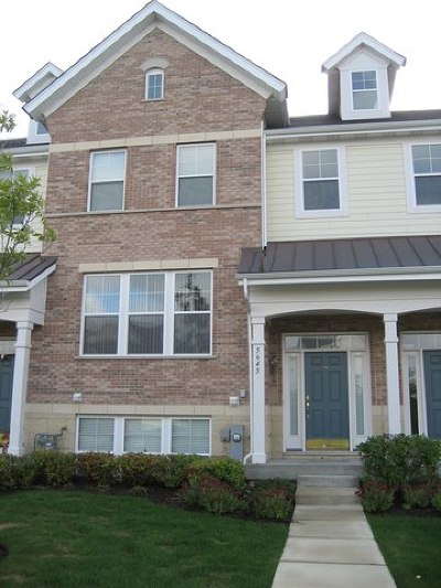Hanover Park Condo/Townhouse For Sale: 5645 Cambridge Way