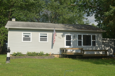 Shorewood Single Family Home For Sale: 108 Dante Court